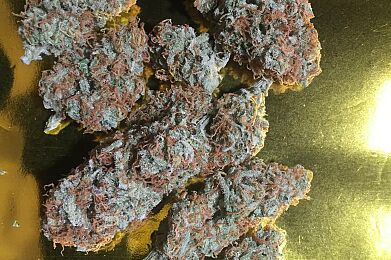 Strawberry Kush (High potency and strong flavor)