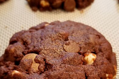 ***NEW*** TRIPLE CHOCOLATE DREAM COOKIES